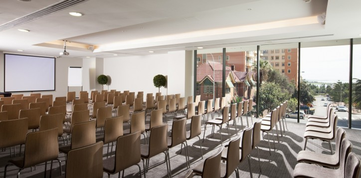 mice-meetingrooms-businessevents-3-2