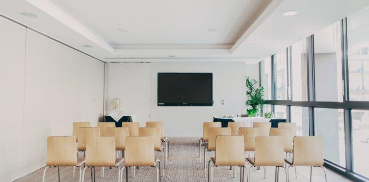 newton-boardroom-theatre-style-2