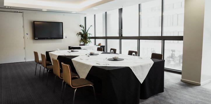 newton-boardroom-8-pax-boardroom-2-2